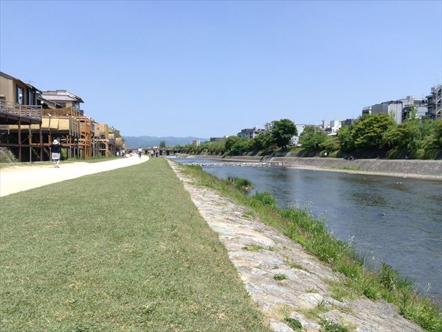 四条鴨川を歩く