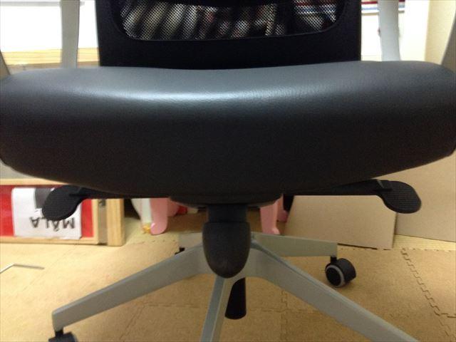 IKEAのオフィスチェア「MARKUS」高さ&角度調節