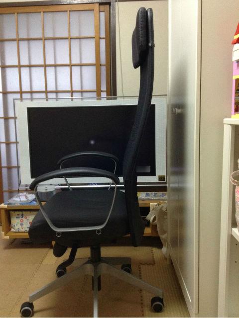 IKEAのオフィスチェア「MARKUS」実際に座ってみた様子