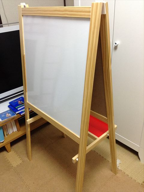 IKEAのホワイトボード&黒板用イーゼル「MALA」の組み立て完了