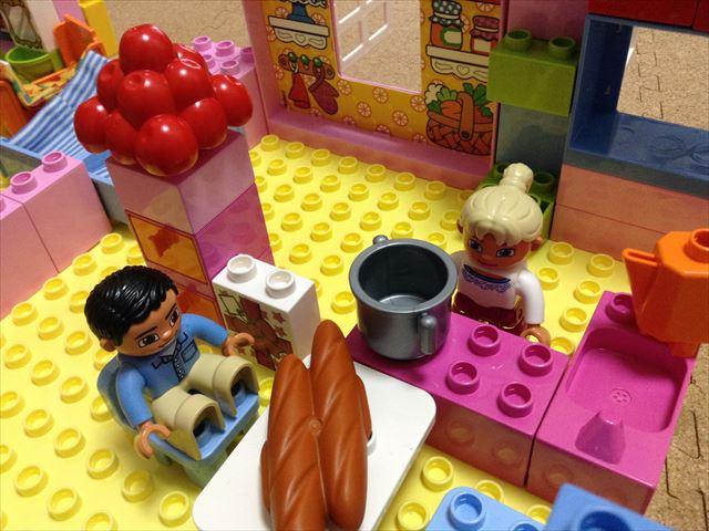 レゴデュプロ「プレイハウス」ブロックで家を自由に組み立ててみた