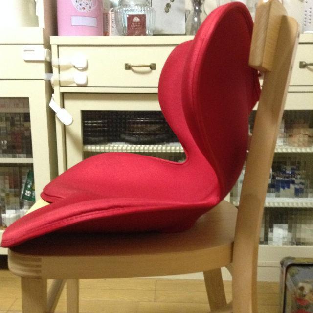 MTG「Style(Body make seat)」を椅子の上に設置した様子