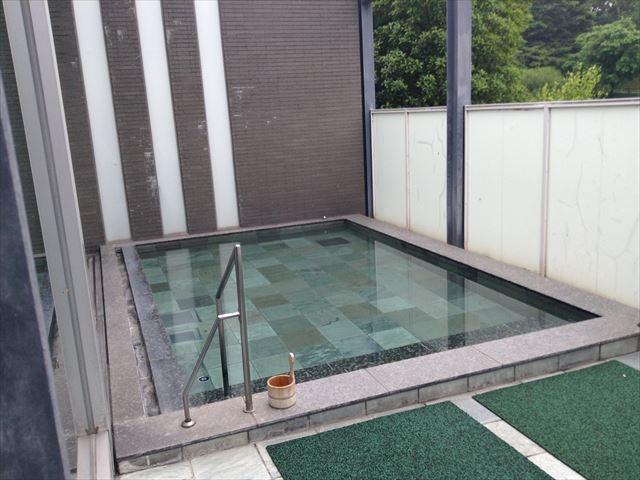 霧生温泉「香楽の湯」ホテルシャンペール内男湯の露天風呂