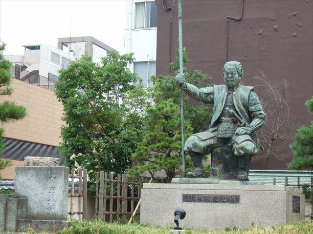 北の庄城址・柴田公園・柴田勝家像