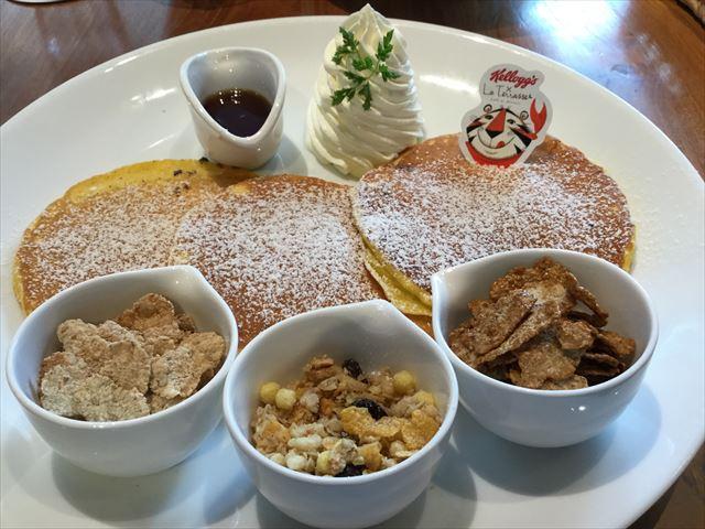ケロッグシリアルカフェプロジェクト「ラテラス」「パンケーキ3種のケロッグシリアル添え」