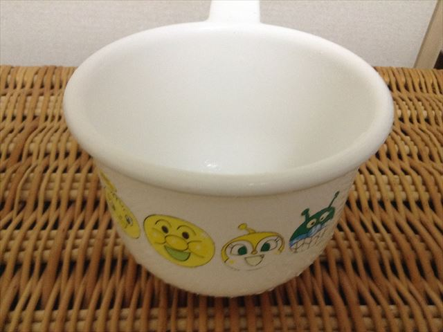 フマキラーの「お風呂まとめて泡洗浄」で汚れを落とした子供風呂桶