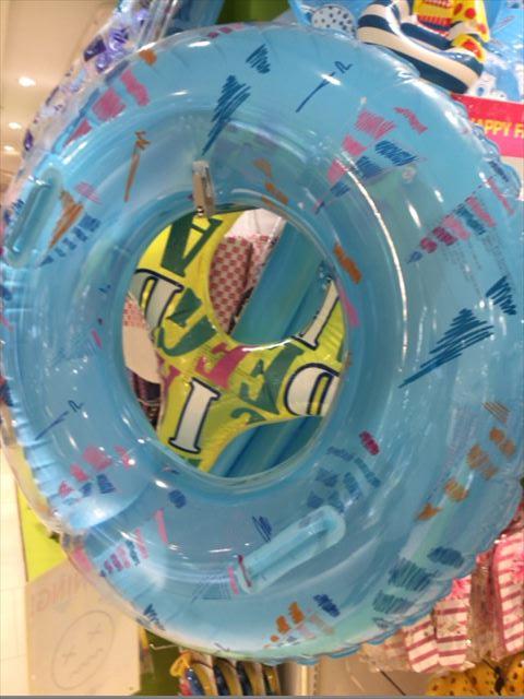 3COINSの夏関連グッズ・浮き輪