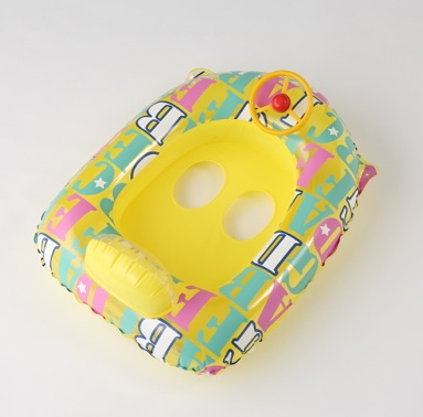 3COINSの夏関連グッズ・子供用ハンドル付きボート