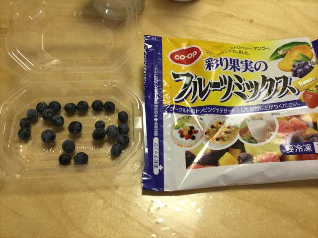 手作り簡単スイーツ「カルピスフルーツゼリー」を子供と作ってみた。冷凍フルーツ