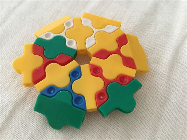「LAQ(ラキュー)ベーシック011・体験パック(立体)」で作った花