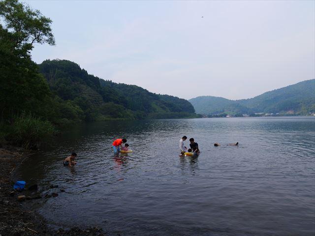 奥琵琶湖キャンプ場、すぐ前の琵琶湖