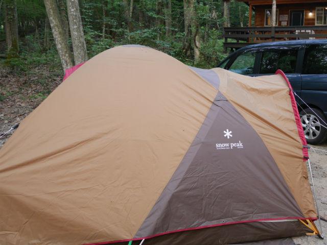 奥琵琶湖キャンプ場でテントをはる