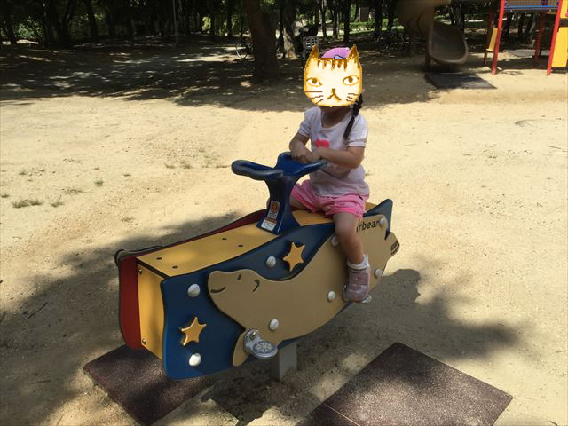 「児童の森」大仙緑地公園の遊具・シーソー