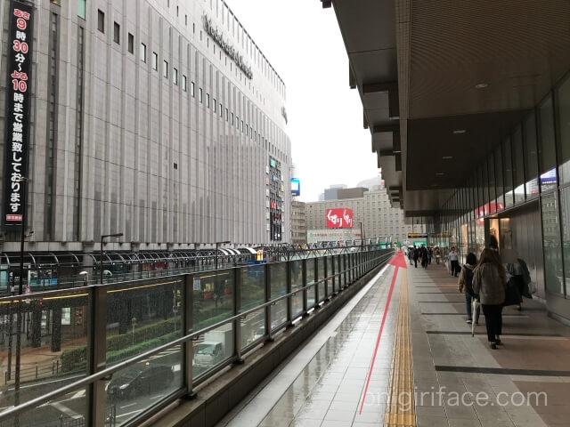 ルクア大阪横の通路(茶屋町・阪急大阪梅田駅方面)