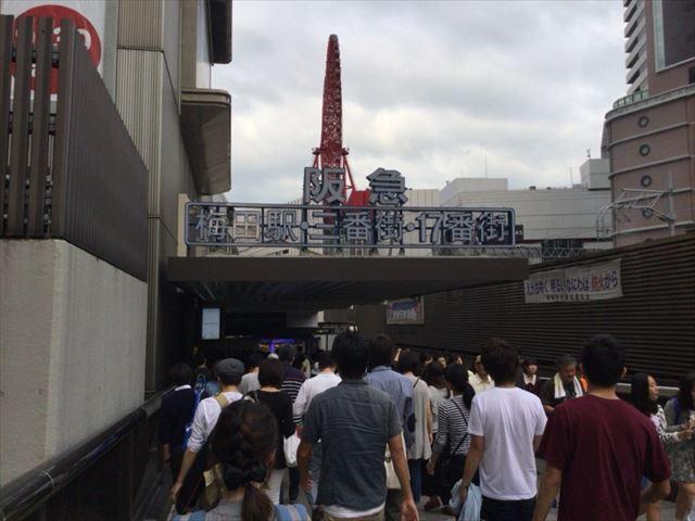 阪急電車・梅田駅・2階中央改札に向かう道順