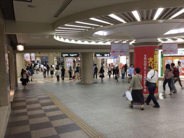 阪神梅田本店を通過し、ディアモールに向かう地下街