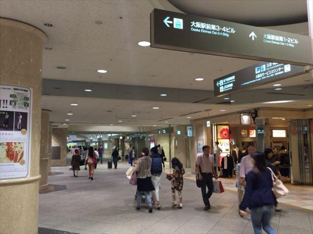 ディアモール大阪のカジュアルストリートを南下