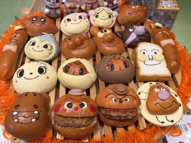 「神戸アンパンマンミュージアム」のジャムおじさんのパン工場のパンたち
