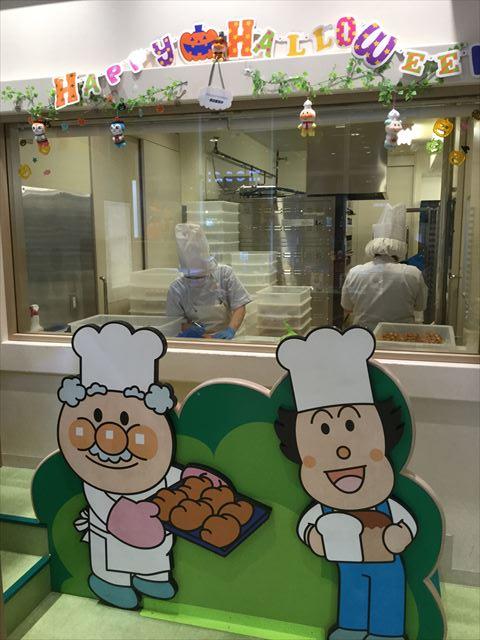 「神戸アンパンマンミュージアム」ジャムおじさんのパン工場、パンを実際に作っている様子