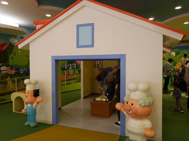 「神戸アンパンマンミュージアム」パン工場の丘
