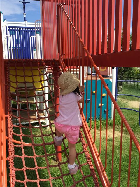 舞洲緑地公園の遊具広場(大型遊具)アスレチック風