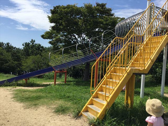 舞洲緑地公園の遊具広場(大型遊具)ロング滑り台