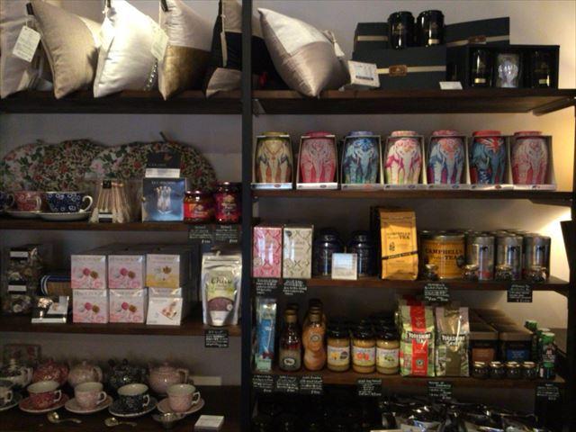 「トリントンティールーム(Torrington Tea Room)」店内の様子