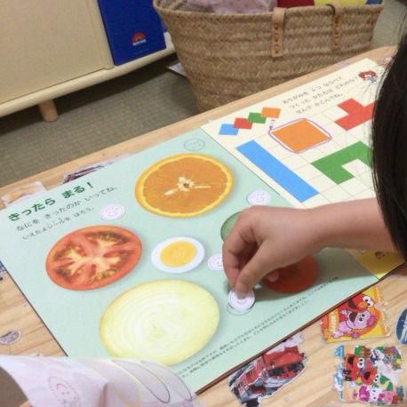 無料サンプル教材「ポピっこ・きいどり」のおためし号を子供が学習中