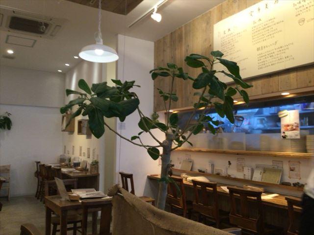 玄米カフェ「実身美(サンミ)」京橋店、店内の様子