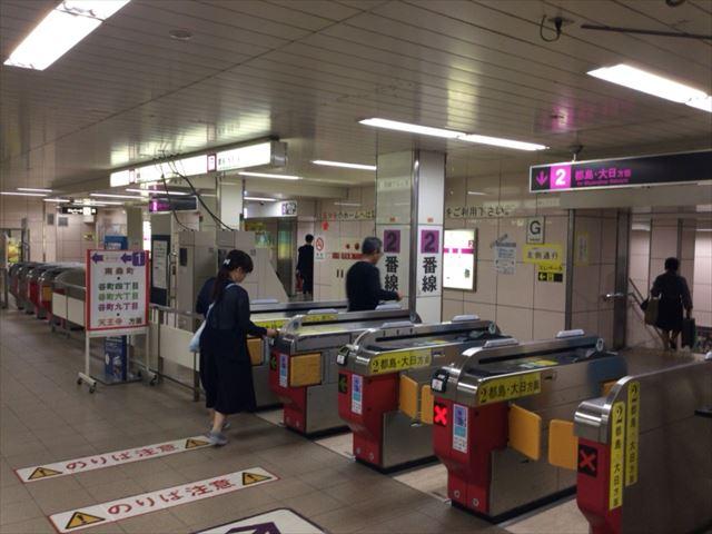 地下鉄・谷町線「東梅田駅」改札前