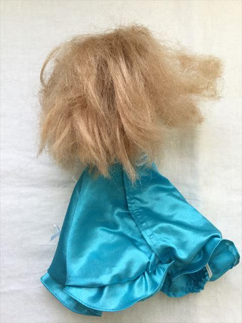 買ってもらったリカチャン人形。後姿。