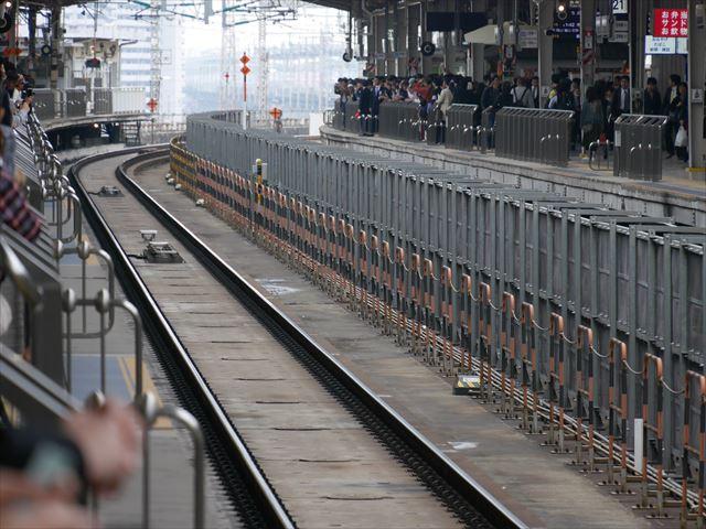 「エヴァンゲリオン新幹線(エヴァ新幹線)」新大阪駅20番ホーム