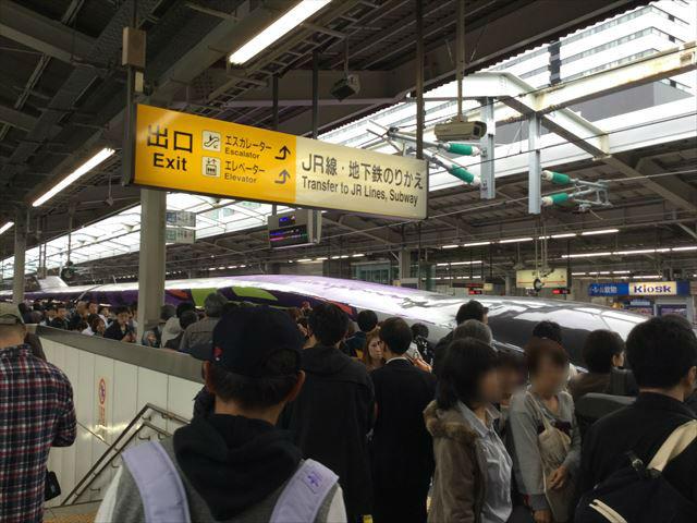 「エヴァンゲリオン新幹線(エヴァ新幹線)」新大阪駅20番乗り場