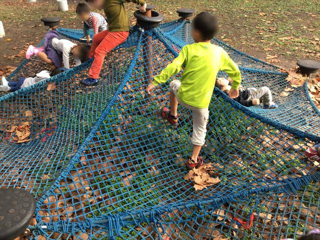万博記念公園、子供の遊具公園「やったねの木」ネット