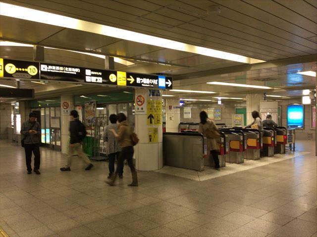 四つ橋線「西梅田駅」中改札