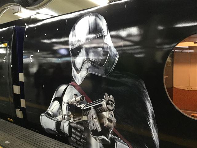 南海特急「スターウォーズ・ラピート」難波駅に到着・キャプテン・ファズマ