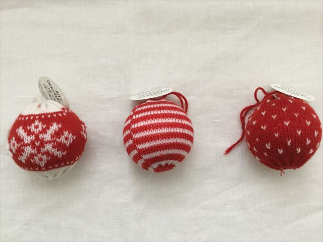 購入した「フライングタイガーコペンハーゲン」のクリスマスオーナメント、毛糸の玉