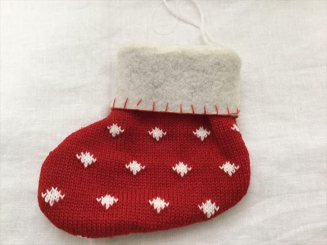 購入した「フライングタイガーコペンハーゲン」のクリスマスオーナメント、靴下の編み物