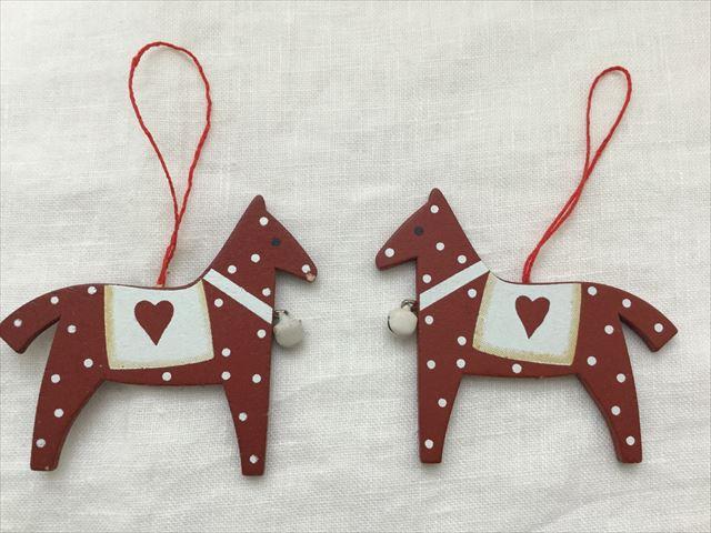 購入した「フライングタイガーコペンハーゲン」のクリスマスオーナメント、ハート付き赤い馬