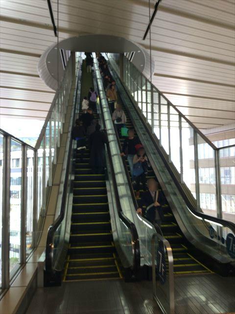 大阪ステーションシティ5階から7階に行くエスカレーター