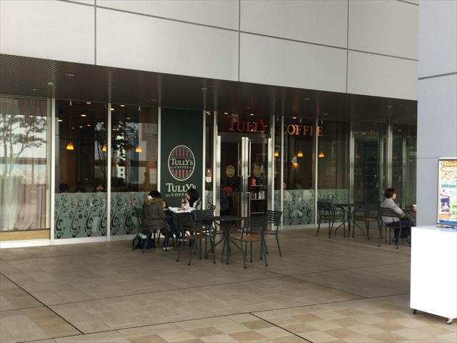 大阪ステーションシティ11階「風の広場」・tully's coffee