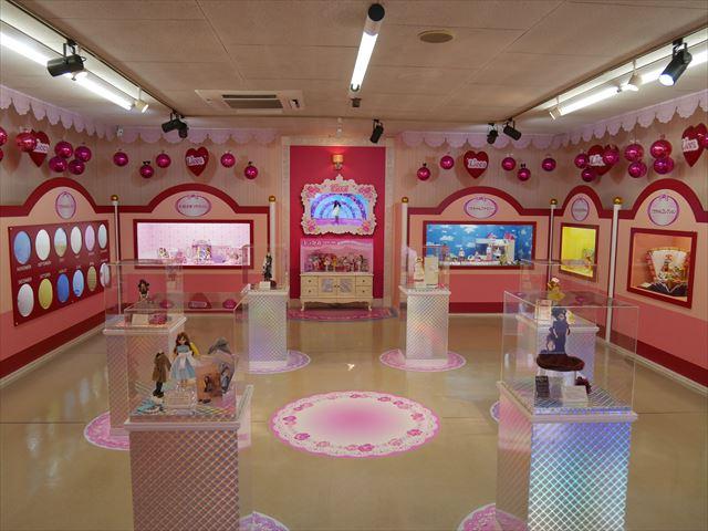 「東条湖おもちゃ王国」リカちゃんハウス展示資料館