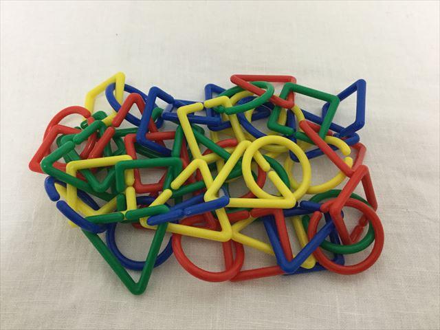 造形おもちゃ「図形チェーンセット」の使い方・ネックレス