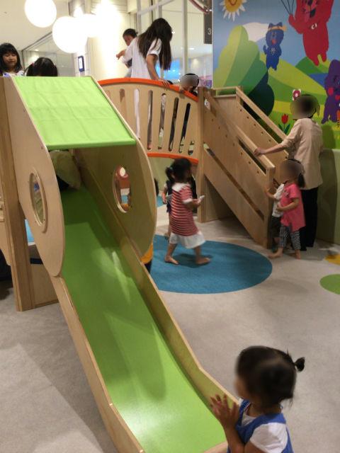 あべのキューズモール、子供の遊び場「キューズランド」滑り台
