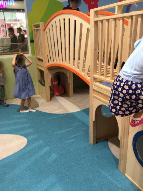 あべのキューズモール、子供の遊び場「キューズランド」滑り台の橋