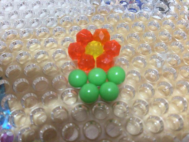 エポック社「はじめてのアクアビーズ」でお花を作ってみた