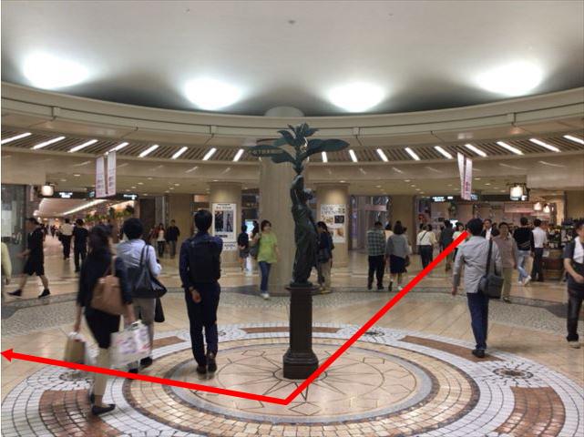 ディアモール大阪の円形広場