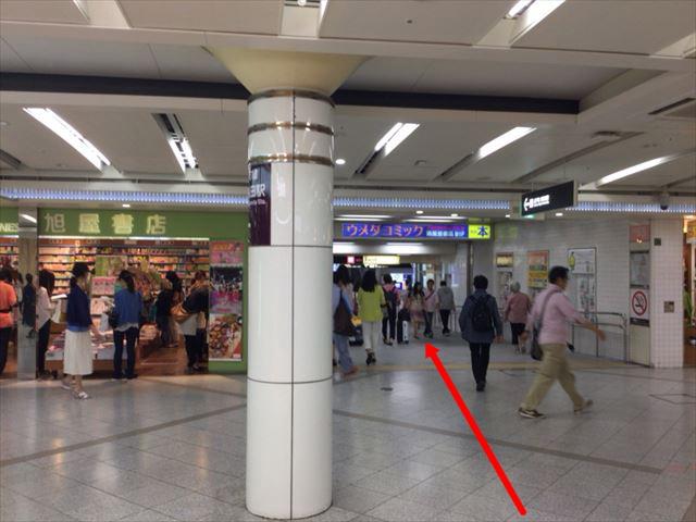 旭屋書店から東梅田駅に行く路地