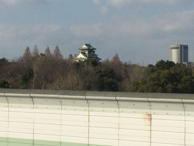 もりのみやキューズモールBASEのエアートラックから見える景色。大阪城