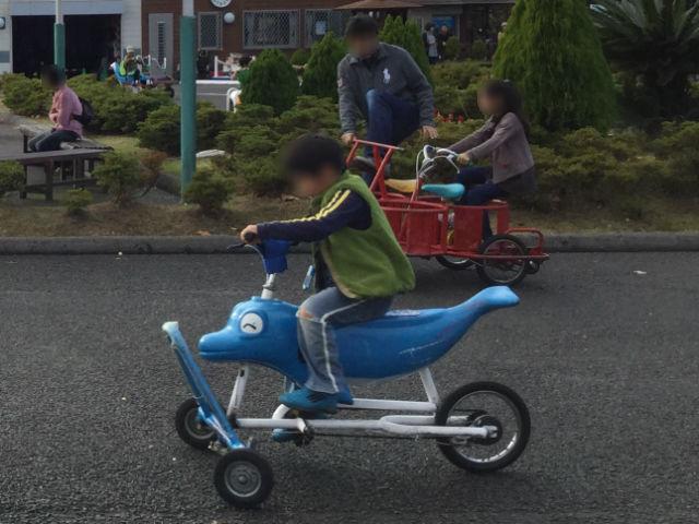 「万博おもしろ自転車広場」イルカの自転車